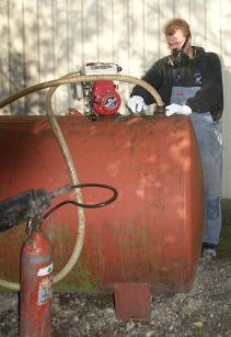 Skrotning af olietank